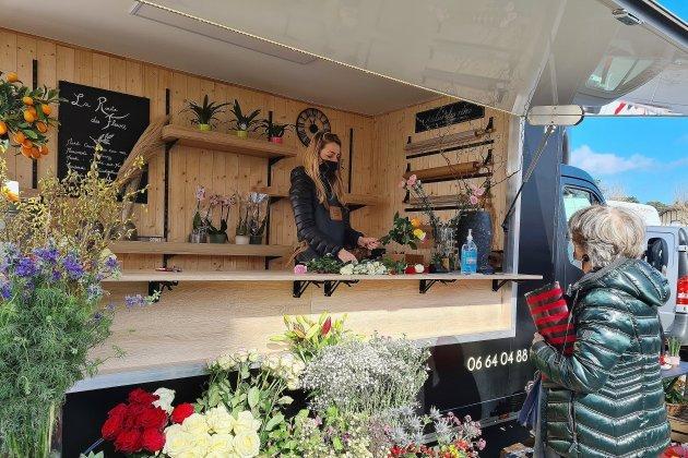 """Elle parcourt les marchés dudépartement avec son """"Flower-truck"""""""