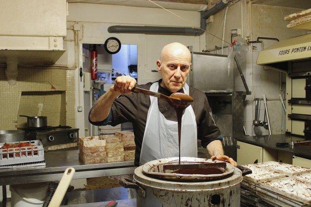 """Pâques: ce chocolatier produit """"au fur et à mesure"""" pour éviter les pertes"""