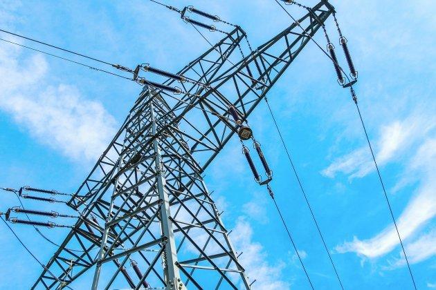 Une ligne haute tension heurtée: 50 foyers privés d'électricité