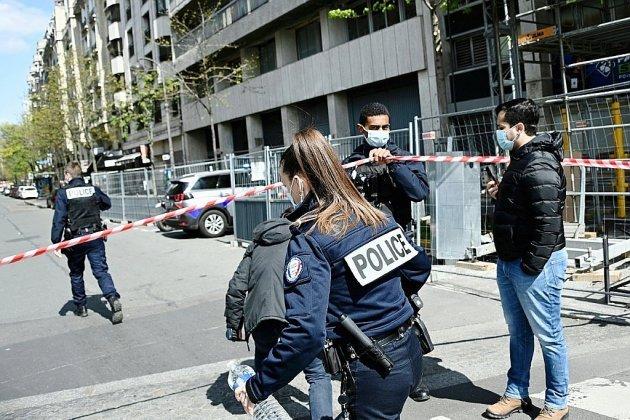 Un mort et un blessé grave par balles devant un hôpital à Paris, tireur en fuite