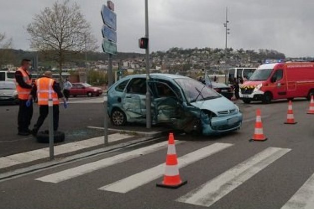 Trois blessésdans un accidentrive gauche à Rouen