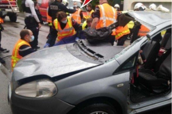 Dans une voiture, quatre jeunes percutent violemment un mur