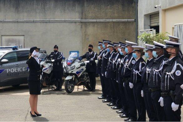 """Hommage aux policiers: """"Ils ont sacrifié leur vie pour la République"""""""