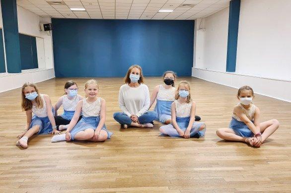 Déconfinement: les élèves ont repris les cours de danse avec joie