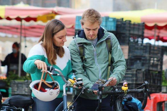 De Paris au Mont, un couple découvre la Normandie à vélo