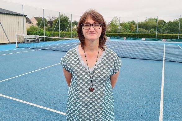 Tennis :membre du club deValognes, elle a été juge de ligne àRoland-Garros