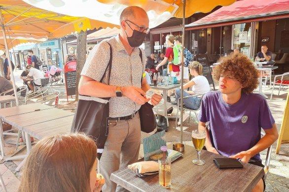 Des éthylotests distribués aux terrasses des cafés et bars