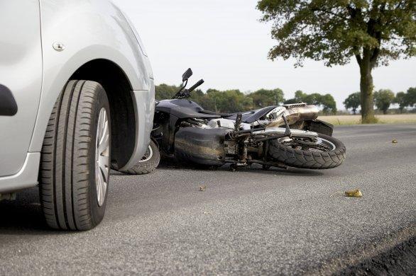 Un motard de 79 ans tué dans un accident de la route