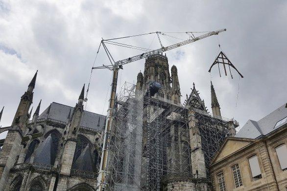 Abbatiale Saint-Ouen: la ferme du transept nord a quitté son sommet