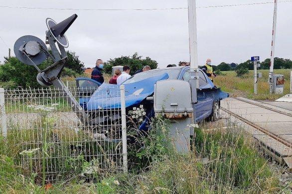 Ligne Caen-Rennes: un train percute un véhicule sur un passage à niveau