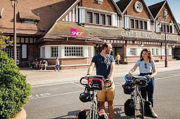 Visitez à véloles villages de la Côte Fleurie