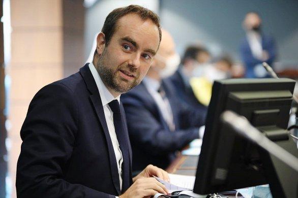 Le ministre Sébastien Lecornu retrouvela tête du Département
