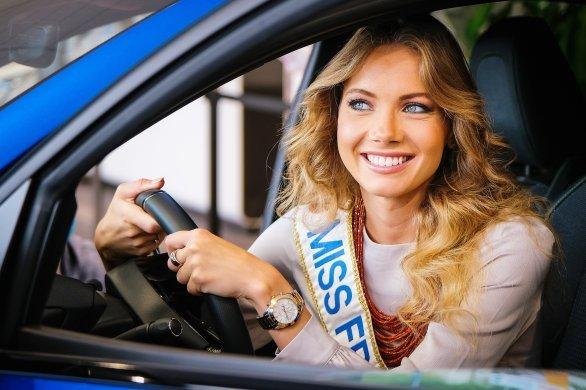 Amandine Petit de retour à Caen pour récupérer sa nouvelle voiture
