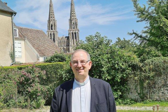 Monseigneur Bruno Feillet découvre son évêché, à la tête du diocèse de Sées