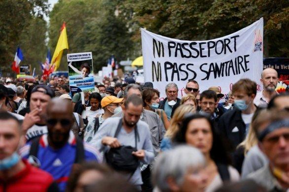 Nouvelle mobilisation contre le pass sanitaire en France, les soignants en pointe