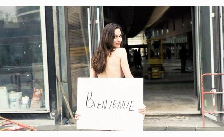 Une femme dénudée pour la promo des Rives de l'Orne