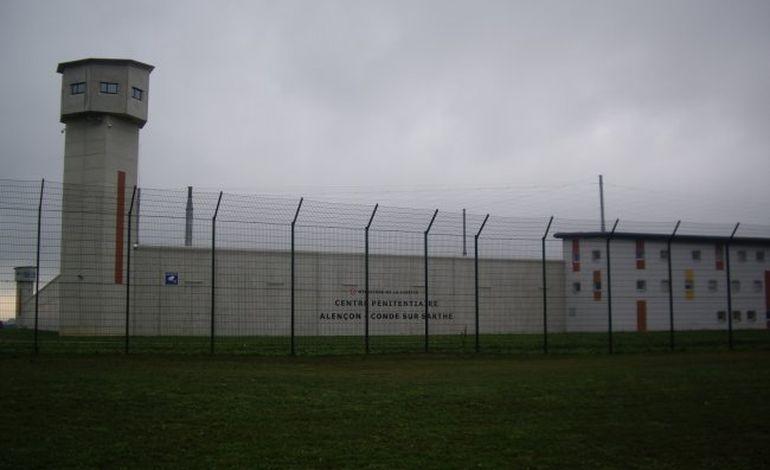 Centre pénitentiaire : un détenu menace un surveillant avec un  scalpel