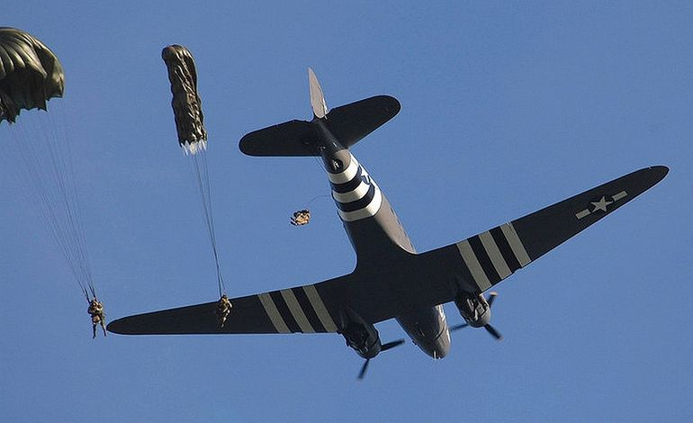 Les parachutages au-dessus de Carentan annulés pour cause de mauvaise météo