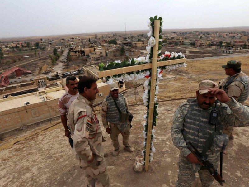 Des membres des forces irakiennes en patrouille à Hamdaniya près de Mossoul, le 28 octobre 2016 - SAFIN HAMED [AFP]