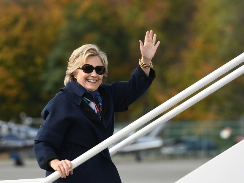 Hillary Clinton à l'aéroport de White Plains, le 29 octobre  2016 - Jewel SAMAD [AFP]