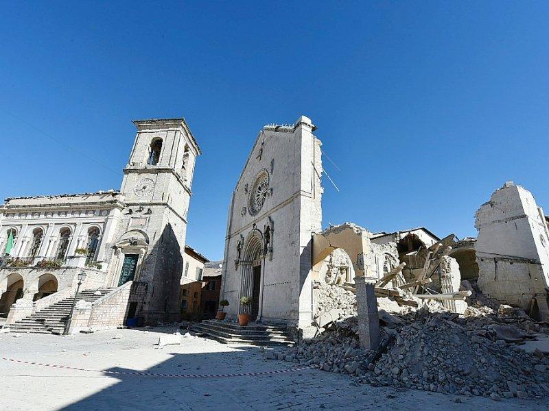 La basilique détruite de Saint-Bénédicte à Norcia, dans le centre de l'Italie, le 31 octobre 2016 - ALBERTO PIZZOLI [AFP]