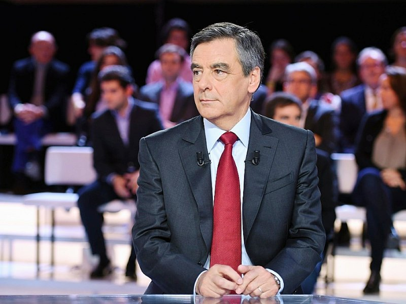 "François Fillon sur le plateau de ""L'Emission politique"" de France 2, le 27 octobre 2016 à Saint-Cloud près de Paris"