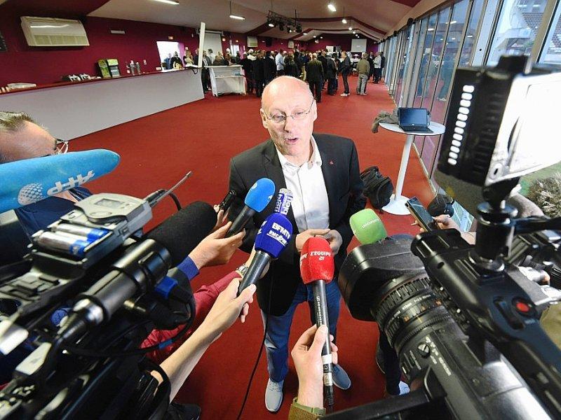 Bernard Laporte expose son programme devant la presse à l'issue du match de Toulon contre Bordeaux-Bègles, le 14 avril 2016    MEHDI FEDOUACH [AFP/Archives]