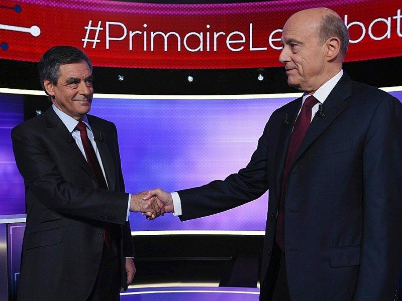François Fillon et Alain Juppé avant leur débat télévisé de l'entre-deux-tours de la primaire de droite le 24 novembre 2016 à Paris    Eric FEFERBERG [POOL/AFP]