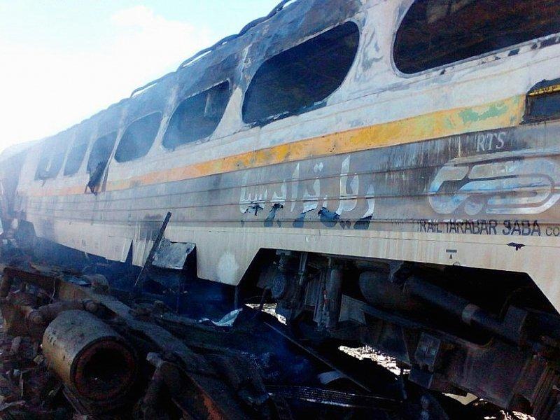 Une photo de presse fournie le 25 novembre 2016 par l'agence de presse Tasnim montre des trains endommagés à la suite d'un accident dans la province de Semnan, à environ 250 km à l'est de la capitale iranienne, Téhéran - HO [TASNIM NEWS/AFP]