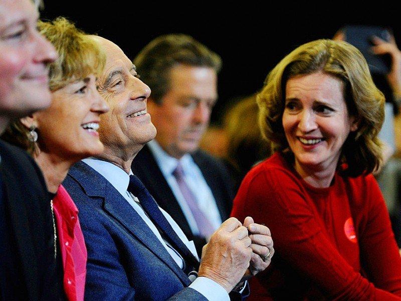 Alain Juppé entre son épouse Isabelle et Nathalie Kosciusko-Morizet lors d'un meeting le 25 novembre 2016 à Vandoeuvre-lès-Nancy    JEAN-CHRISTOPHE VERHAEGEN [AFP]
