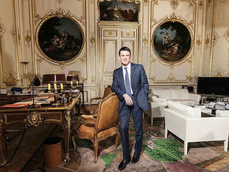 Manuel Valls lors d'une séance de pose pour l'AFP dans ses bureaux de l'Hôtel de Matignon le 24 novembre 2016 - JOEL SAGET [AFP/Archives]