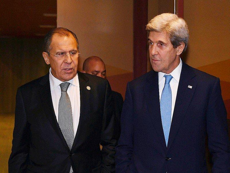 Les ministres russe, Sergueï Lavro, et américain, John Kerry le 17 novembre 2016 à Lima - Mark RALSTON [AFP/Archives]
