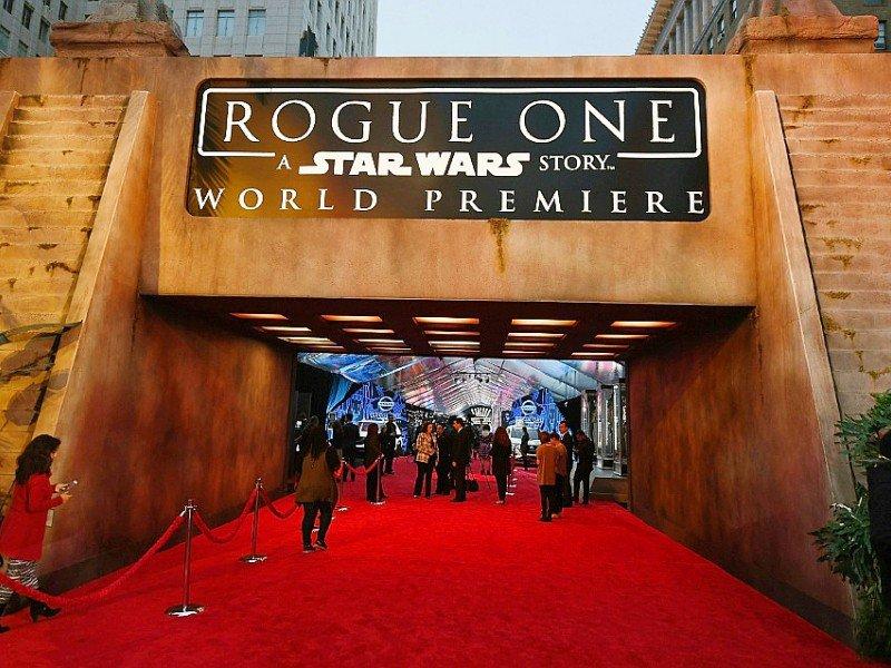 """Présenté en avant-première samedi à Los Angeles, """"Rogue One: a Star Wars story"""", réalisé par le Britannique Gareth Edwards (""""Godzilla""""), sort mercredi dans plusieurs pays européens - Ethan Miller [GETTY IMAGES NORTH AMERICA/AFP/Archives]"""