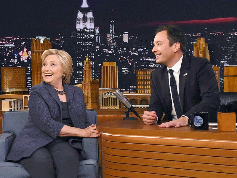 "Le très populaire animateur de télévision Jimmy Fallon reçoit Hillary Clinton dans son émission ""The Tonight Show Starring Jimmy Fallon"" sur NBC à New York, le 16 septembre 2016"