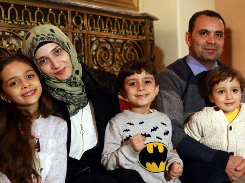 La Syrienne Bana al-Abed (g) avec ses frères et ses parents, le 22 décembre 2016 à Ankara    ADEM ALTAN [AFP]