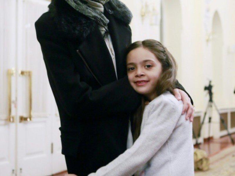 La Syrienne Bana al-Abed (d) et sa mère Fatemah, le 22 décembre 2016 à Ankara    ADEM ALTAN [AFP]