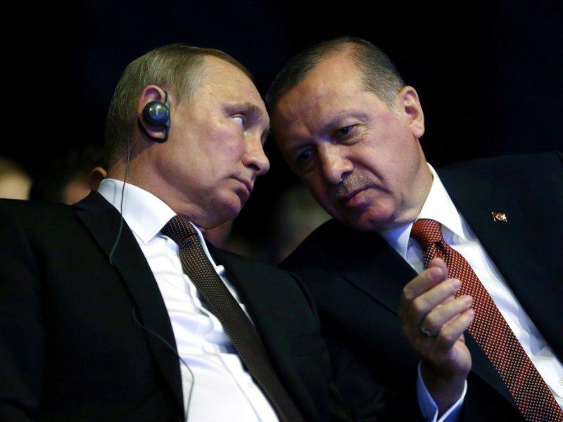 Les présidents russe, Vladimir Poutine, et  turc, Recep Tayyip Erdogan, le 10 octobre 2016 à Istanbul    KAYHAN OZER [TURKISH PRESIDENTIAL PRESS OFFICE/AFP/Archives]