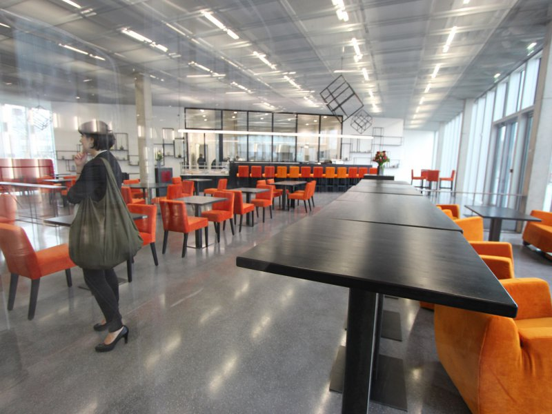"""Un restaurant est ouvert au rez-de-chaussé : """"la table des matières"""". Bibliothèque Alexis de Tocqueville à Caen. 13 janvier 2017. - Maxence Gorréguès"""