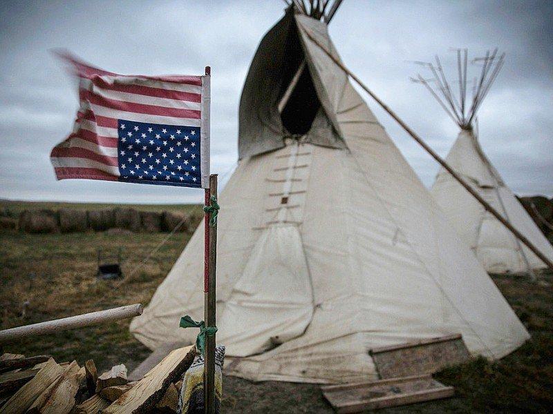 Camp spirituel mis en place par des tribus autochtones amérindiennes pour protester contre le projet de pipeline Keystone XL près du lieu où passerait l'oléoduc à Winner dans le sud du Dakota, le 12 octobre 2014    Andrew Burton [GETTY IMAGES NORTH AMERICA/AFP]