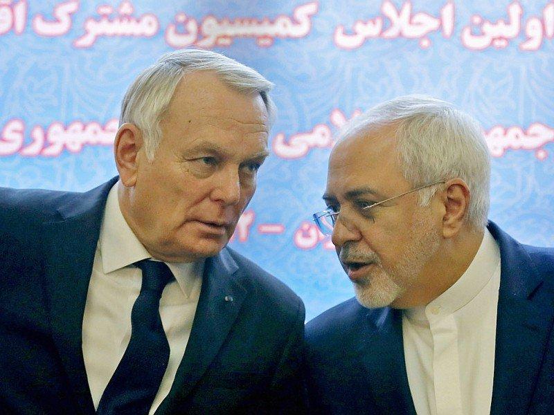 Le ministre iranien des Affaires étrangères Mohammad Javad Zarif et son homologue français Jean-Marc Ayrault (g), le 31 janvier 2017 à Téhéran    ATTA KENARE [AFP]