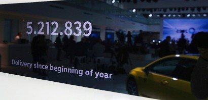Un chiffre sur le nombre de voitures Volkswagen vendues depuis le début de l'année affiché le 22 novembre 2016 à Berlin lors d'une conférence de presse consacrée à Dieselgate    RONNY HARTMANN [AFP]