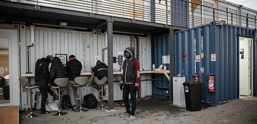 migrants paris le centre humanitaire menace de se gripper. Black Bedroom Furniture Sets. Home Design Ideas