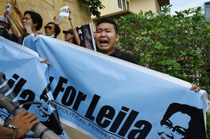 Manifestation de soutien, devant le tribunal de Muntinlupa City en banlieue de Manille, à l'opposante du président Dutertre, la sénatrice Leila de Lima, interpellée dans le cadre d'un affaire de drogue, le 24 février 2017 - TED ALJIBE [AFP]