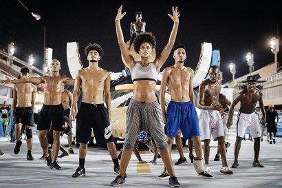 La Française Maryam Kaba (C) est la figure de proue de Vila Isabel, la quatrième école de Samba à défiler au carnaval de Rio de Janeiro, Brésil le 17 février 2017 - Yasuyoshi CHIBA [AFP]