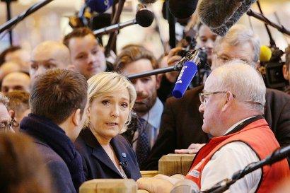 Marine Le Pen en visite au Salon de l'agriculture le 28 février 2017 à Paris    GEOFFROY VAN DER HASSELT [AFP]