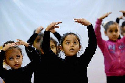 Des fillettes égyptiennes suivent un cours de ballet au centre culturel Alwanat le 17 février 2017 à Minya au sud du Caire en Égypte - MOHAMED EL-SHAHED [AFP/Archives]