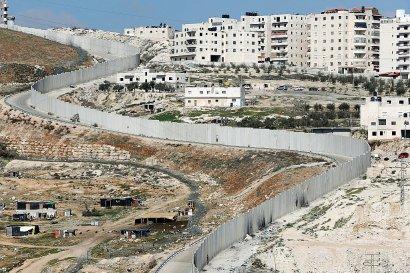 Le mur entre Jérusalem-est et le village d'Anata (d) en Cisjordanie, le 6 février 2017    THOMAS COEX [AFP/Archives]