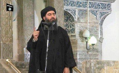 Image tirée d'une vidéo de propagande de l'EI montrant le 5 juillet 2014 le chef de l'EI Abou Bakr al-Baghdadi s'adressant à des fidèles dans une mosquée de Mossoul, en Irak - - [AL-FURQAN MEDIA/AFP/Archives]