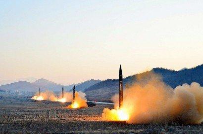 Photo fournie le 7 mars 2017 par l'agence nord-coréenne KCNA d'un lancement de missile nord-coréen dans un lieu non déterminé - [Kcna via Kns/AFP/Archives]