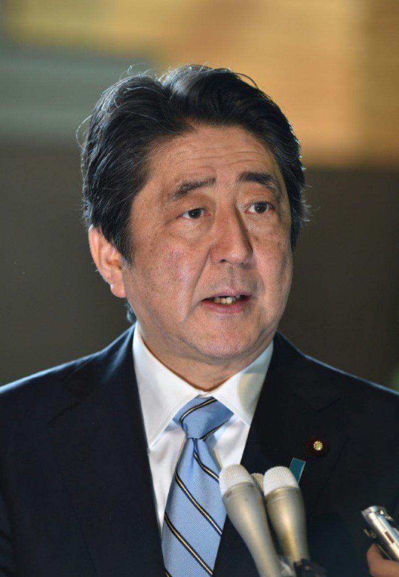 Le Premier ministre japonais Shinzo Abe répond aux journalistes le 5 avril 2017 après le tir de missile de la Corée du Nord    Kazuhiro NOGI [AFP]